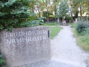 Eingang zum Friedhof der Namenlosen
