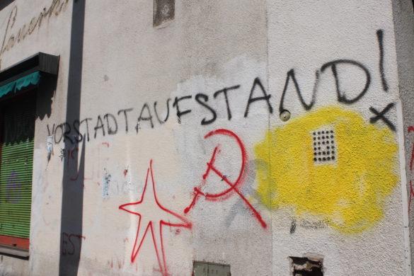 """Grafitti mit Aufschrift """"Vorstadt Aufstand"""""""